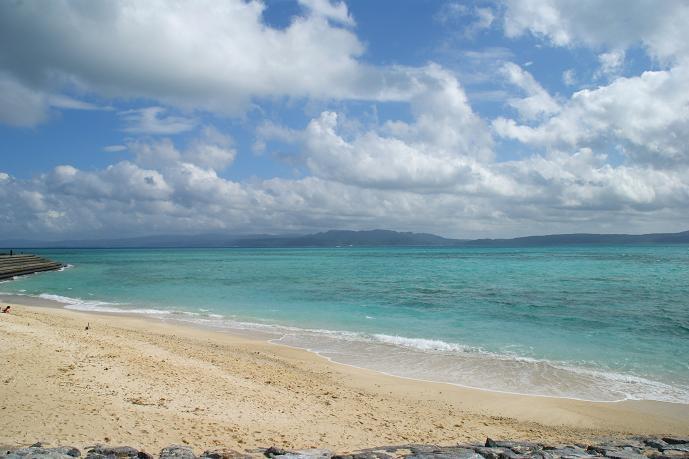 何度も見てるけど、やっぱここの海の色は綺麗だわ。