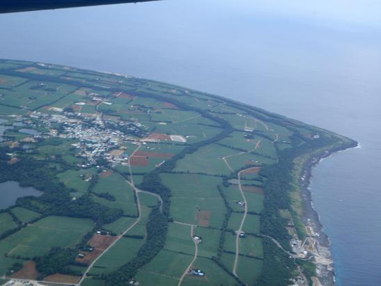 大東島を上空から.jpg