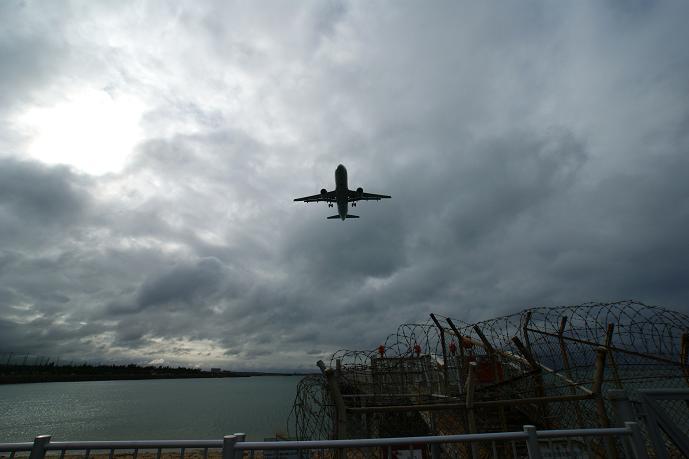 瀬長島からの飛行機.jpg