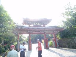 逆光の守礼門.jpg