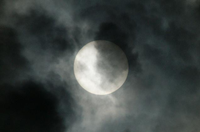 雲の中のお日様.JPG