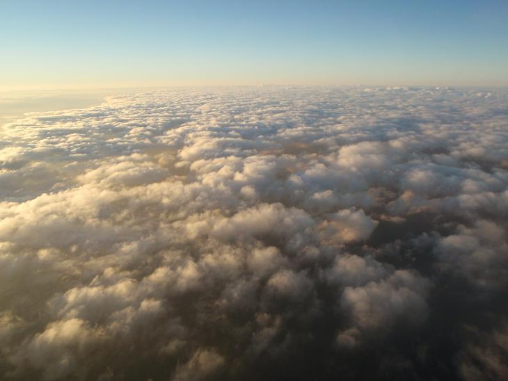 青い海の上に広がる白い雲、この景色見るの好きなんですよね~。.JPG