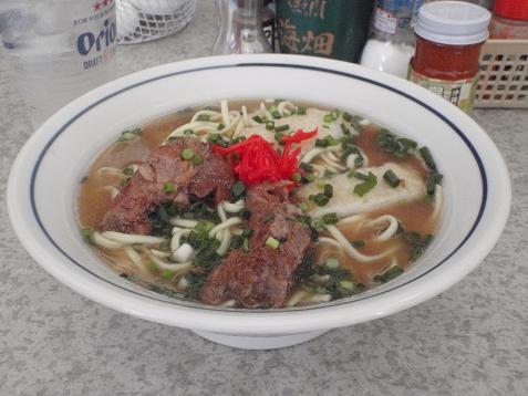 ここのを食べたのは2回目ですけど、スープが絶品です。