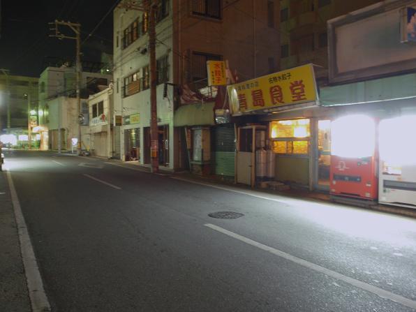 この写真だと明るいですけど、実際には結構暗くて、前まで行かないと営業しているのか不安でした(笑)