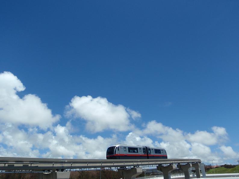 沖縄県内唯一の鉄道、ゆいレールです。