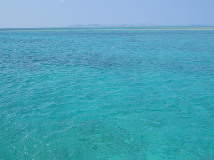海の色はこんなに綺麗.jpg